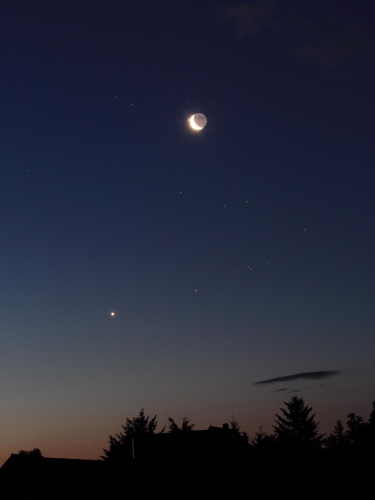 [Bild: K_Mond_Planeten_120715.jpg?m=1342432136]